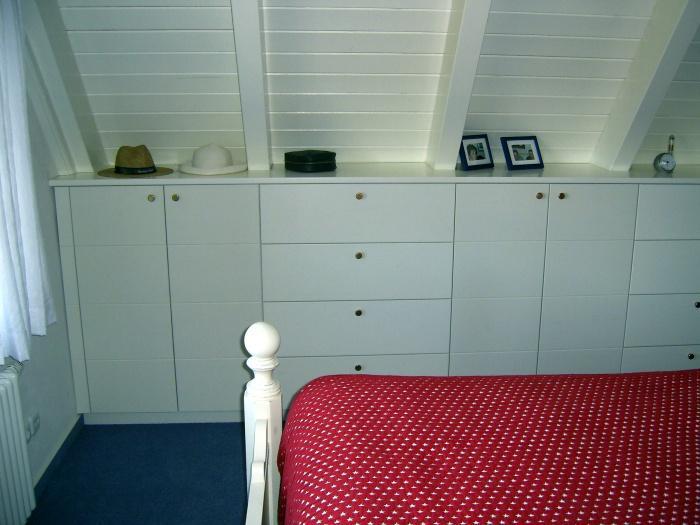 einbauschrank unter der dachschr ge blascheck tischlerei. Black Bedroom Furniture Sets. Home Design Ideas